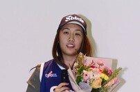 [포토] 김애나 '1라운드 2순위로 신한은행 입단'
