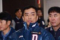 [포토] 공필성 코치 '1년 만에 두산으로'