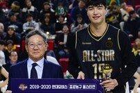 [포토] 생애 첫 올스타전 MVP 수상한 김종규