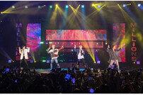 위너, 마닐라 콘서트 성황…따알 화산 폭발 피해 위로
