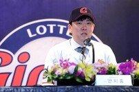 [포토] 안치홍 '2년 계약 자신 있습니다'