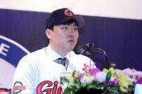 [포토] 안치홍 '2년 계약은 나에겐 도전'