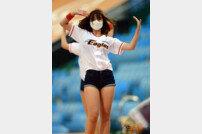 [포토] 치어리더 김유나 '한화 승리를 원해요'