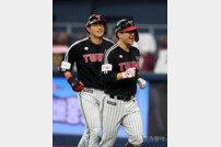 [포토] 김민성 '마수걸이 역전 3점 홈런'