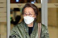 [포토] 한국배우 최초로 아카데미를 수상한 윤여정!