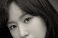 김아중 화보, 블랙홀 눈빛