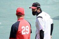 [포토] 김민호 코치 '컨디션은 어때?'
