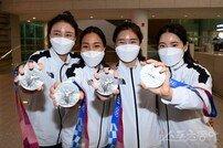 [포토] 여자펜싱 에페 단체전 영광의 은메달!