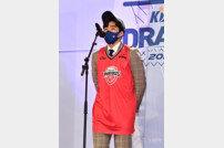 [포토] 현대모비스 유니폼 입은 김동준