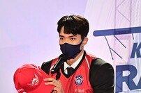 [포토] 최주영 '앞 라운드 지명 선수들보다 열심히 할 것'