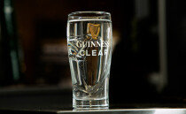 세계 최고의 흑맥주 회사에서 물 광고를 한 이유는?