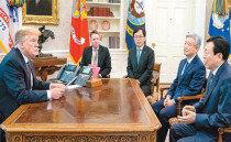'31억달러 투자' 신동빈 초대한 트럼프