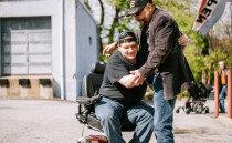 전당포 주인 10년째 선행…간이 전동휠체어 580대 선물