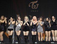 [DA:차트] 트와이스 'Feel Special', 가온 주간 앨범 1위