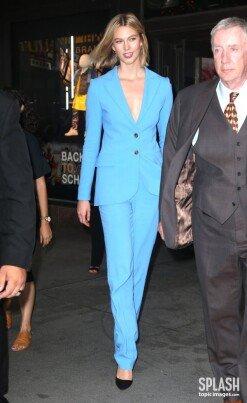 칼리 클로스, 188cm 장신 모델…파란색 슈트 [포토화보]