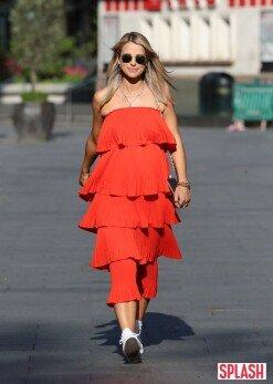 보그 윌리엄스, 어깨가 드러나는 빨간색 드레스 [포토화보]