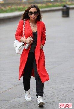 마일린 클라스, 강렬한 빨간색 코트 '돋보이는 패션 감각' [포토화보]