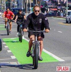 아놀드 슈왈제네거, 코로나19에도 자전거 라이딩은 포기 못해 [포토화보]