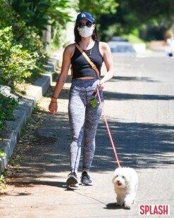 루시 헤일, 마스크 안쓰더니…각성 후 평화로운 산책 [포토화보]