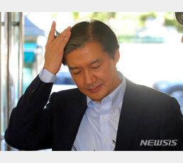"""조국 딸, 두번 낙제하고도 6학기 장학금…""""석연치 않다"""" 의혹 제기"""