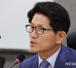 """보수통합 토론회 간 김문수, 김무성에 """"朴 전대통령이 저주할 것"""""""