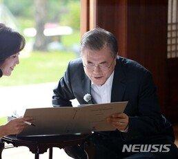 """文 """"남북 함께 잘못""""…한국·바른미래 """"대통령이 할 소리?"""""""