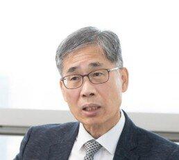 """[신동아] 文캠프 위원장 지낸 신평 """"조국의 검찰개혁안, 정략의 썩은 냄새 진동"""""""
