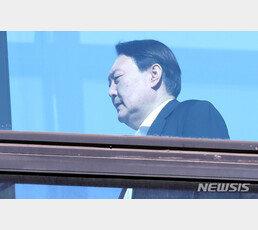"""윤석열도 몰랐던 檢 직제 개혁안…""""검찰 패싱"""" 검사들 부글부글"""