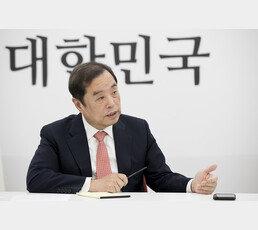 """김병준 """"이달 말이면 끝날 文정부…與의원들, 공범 되지 말라"""""""