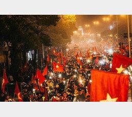 """""""도시마비"""" """"붉은악마 떠올라""""…'박항서 매직' 펼쳐진 베트남"""