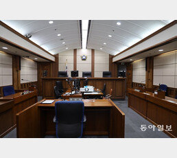 """현직 부장판사 """"법관의 정치성 발현, 언제나 악덕""""…법복 정치인 비판"""