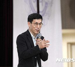 """진중권 """"황교안, 내게 감사?…딸 부정 취업 김성태 공천 배제를"""""""