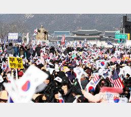 """범투본, 광화문서 장외집회…""""현정부 공산화 향해 질주"""""""