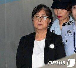 """최서원, 징역 25년 구형되자…""""조국은 왜 보호하나"""" 최후진술"""