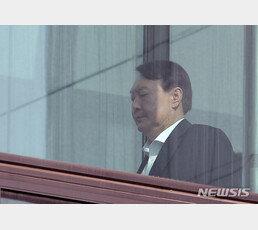 檢, '靑 선거개입 의혹' 13명 기소…尹지시로 백원우·박형철·송철호 등