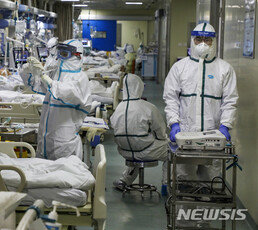 """""""우한 실험실에서 바이러스 첫 유출"""" 中교수 논문 파장"""