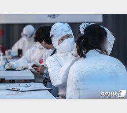 美 등 117개국서 손 내민 '한국산 진단 키트'…앞선 기술 비결은?