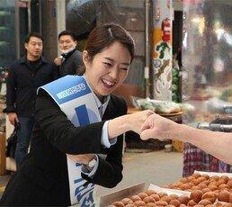 """""""오세훈 마음은 대권 콩밭에""""… """"고민정 홀로 못서는 아기 캥거루"""""""