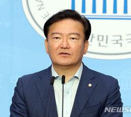 """민경욱, 투표용지 제보자 공개 """"사무원 추정 男이 참관인에게 건네"""""""