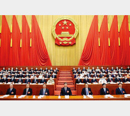 '국가안보' 이유로 '황금알 낳는 거위'(홍콩) 죽이려는 中
