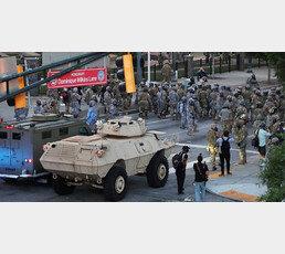 """트럼프 """"폭동 진압 중무장軍 투입"""""""