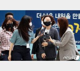 """檢 """"조국, 정경심 횡령 알았다""""…'불로수익' 언급 문자 공개"""
