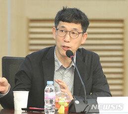 """진중권 """"공수처, '文 노후보장보험'으로 전락…文 무사퇴임 준비로"""""""