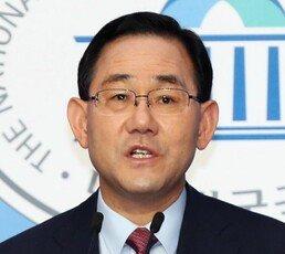 """주호영 """"文대통령, 추미애 해임하라…안 하면 탄핵 추진"""""""