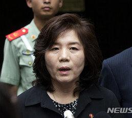 """진중권 """"최선희 담화, 南에 '대통령 지지율' 올릴 궁리 말란 얘기"""""""