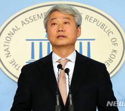 """김근식 """"추미애·최강욱 논의?…秋 논리면 직무 배제돼야"""""""