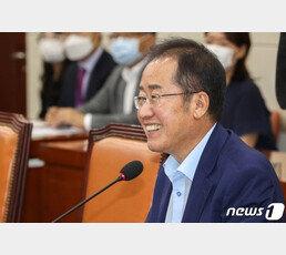 """홍준표 """"정권 붕괴 순간 더 빨리 오는 듯…청와대 치명상"""""""