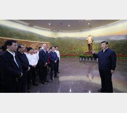 """""""시간은 내 편"""", 지구전론으로 미국과 맞서는 시진핑"""