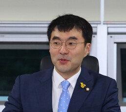 """김웅 """"애완용 검사 득세""""…김남국 """"윤석열 대변인이냐"""""""