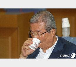 """차명진 """"배신하려면 김종인처럼 철저히…살아있는 꺼삐딴 김"""""""